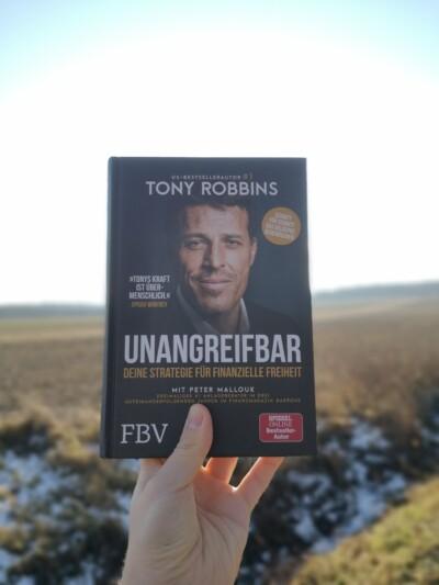 Unangreifbar - Tony Robbins - Foto in der Natur